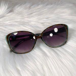 Jessica Simpson tortoise shell sunglasses 🕶
